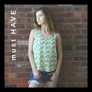 Must Have | Lace Back Floral Tank Top